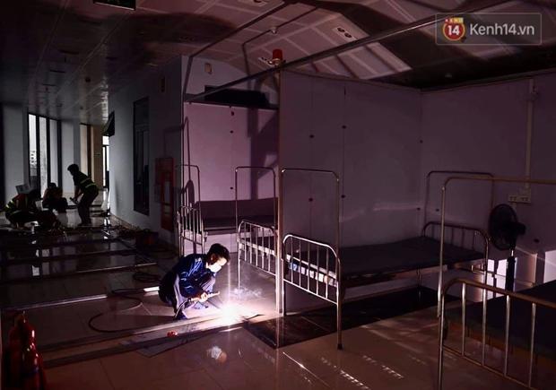 Cận cảnh bệnh viện dã chiến Bắc Giang đang khẩn trương hoàn thiện để điều trị bệnh nhân Covid-19 - Ảnh 3.