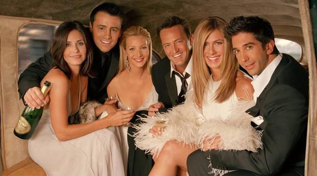 Dàn cast Friends không nén nổi xúc động, bật khóc ngay khi trở về trường quay năm nào - Ảnh 1.