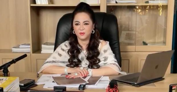 """""""Sáng mắt"""" với BST kim cương trĩu cổ, nặng tay của bà Phương Hằng mỗi tập livestream: Quý zị ai làm lại không? - Ảnh 6."""