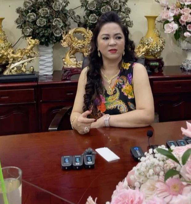 """""""Sáng mắt"""" với BST kim cương trĩu cổ, nặng tay của bà Phương Hằng mỗi tập livestream: Quý zị ai làm lại không? - Ảnh 8."""
