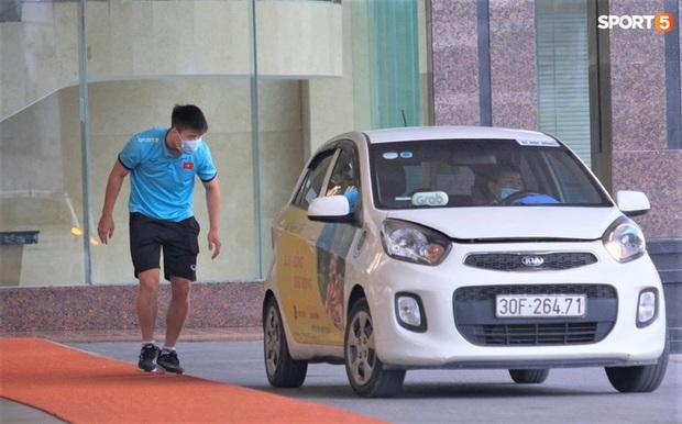 Quỳnh Anh kể khoảnh khắc cảm động trước giờ tạm biệt Duy Mạnh: Con trai đập cửa xe đòi ra với bố, Duy Mạnh chạy theo để bế con - Ảnh 2.