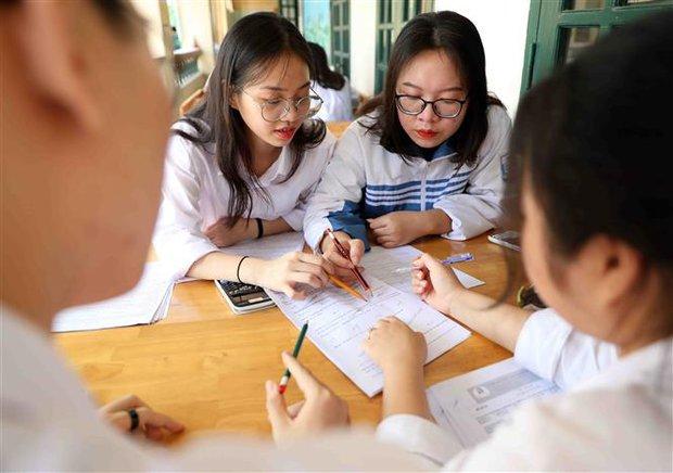 Tâm dịch Bắc Giang, Bắc Ninh đề xuất thi tốt nghiệp THPT làm nhiều đợt - Ảnh 1.