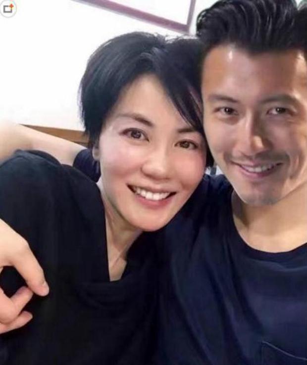 Tạ Đình Phong sợ Vương Phi ghen tuông tới mức nào, nhìn ảnh nam tài tử chụp với fan nữ 20 năm là hiểu - Ảnh 3.