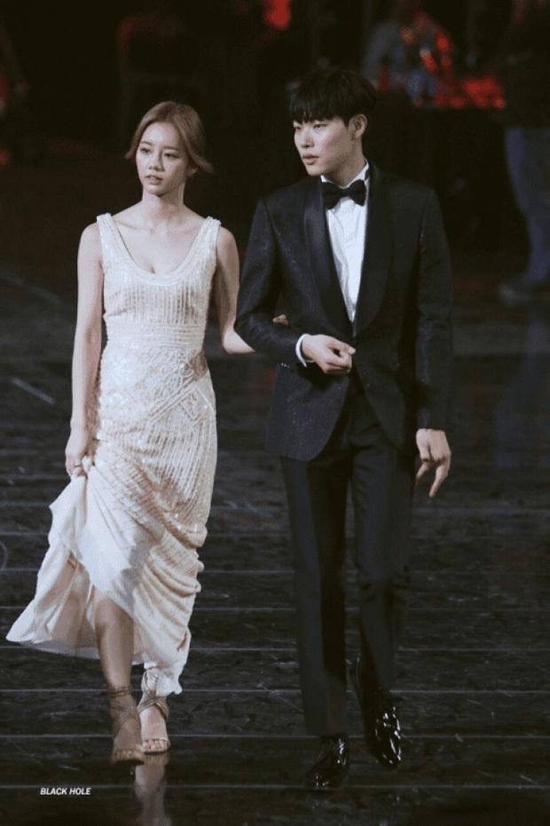 Mnet chọn ra những cặp đôi đình đám nhất Kbiz: Chuyện tình 9 năm của Sooyoung - Jung Kyung Ho vượt cả Hyun Bin - Son Ye Jin - Ảnh 10.