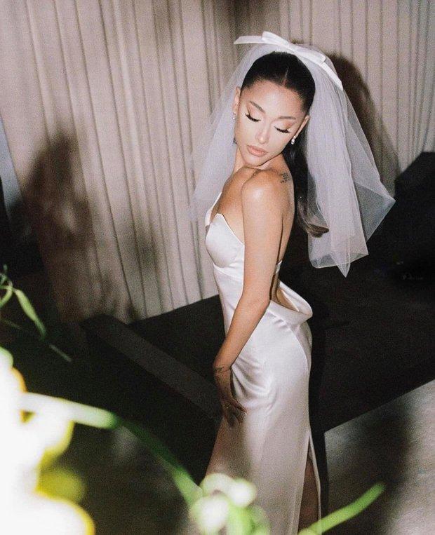 Hình ảnh đẹp nhất hôm nay: Ariana Grande, 1 chiếc váy cưới dung dị và 1 happy ending đẹp lòng người - Ảnh 2.