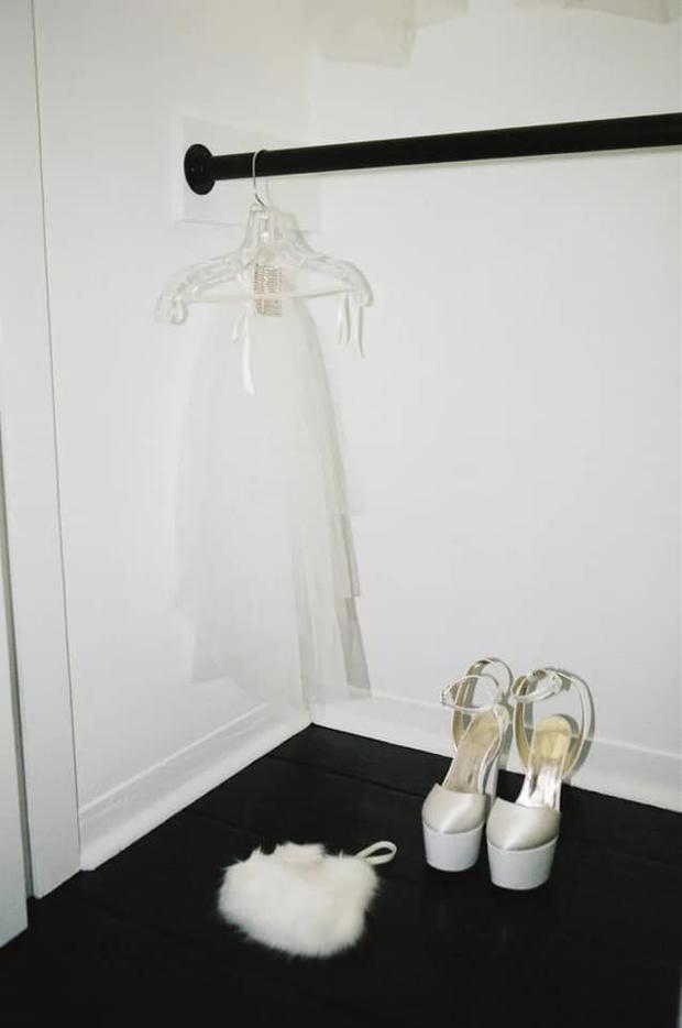 Hình ảnh đẹp nhất hôm nay: Ariana Grande, 1 chiếc váy cưới dung dị và 1 happy ending đẹp lòng người - Ảnh 4.