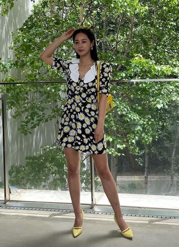 Cuộc chiến váy hoa: Rosé như em chưa 18, Yuri (SNSD) sành điệu ngút ngàn nhưng ai mới thắng thế? - Ảnh 1.