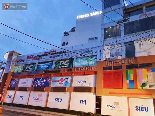 ẢNH: Phong tỏa, đóng cửa một siêu thị Co.op mart ở TP.HCM vì liên quan đến ca nhiễm Covid-19 - Ảnh 8.