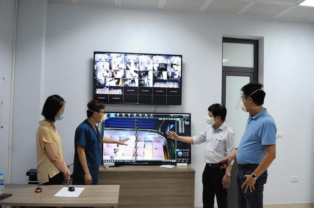 Bệnh viện Dã chiến số 2 Bắc Giang tiếp nhận hơn 500 bệnh nhân Covid-19 trong đêm - Ảnh 1.