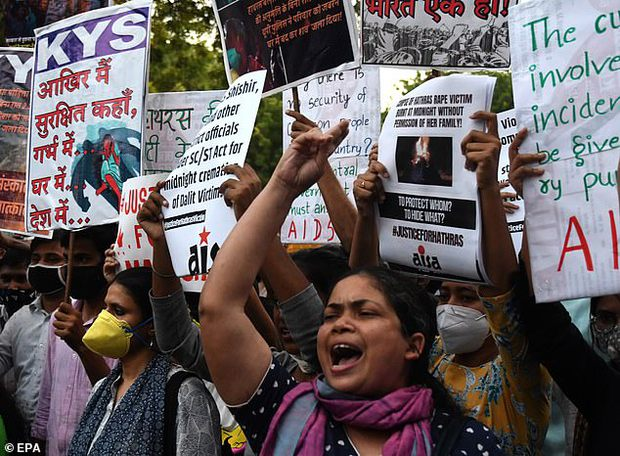 Cô gái 22 tuổi bị cưỡng hiếp tập thể bên trong xe cứu thương Ấn Độ, cách dụ dỗ của những kẻ biến thái khiến ai nấy đều căm phẫn tột độ - Ảnh 2.