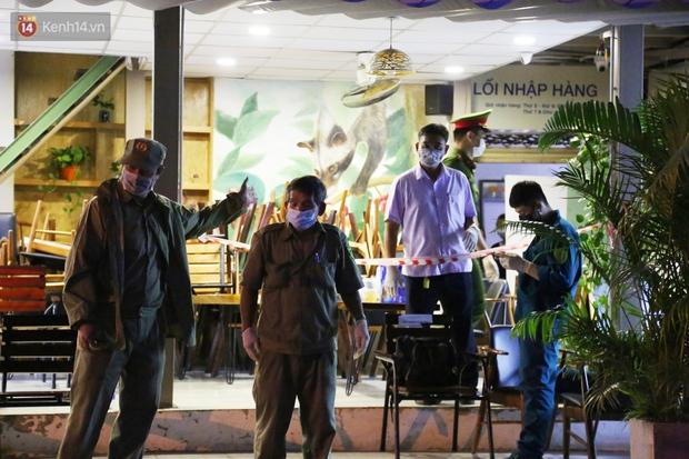 ẢNH: Phong tỏa, đóng cửa một siêu thị Co.op mart ở TP.HCM vì liên quan đến ca nhiễm Covid-19 - Ảnh 3.