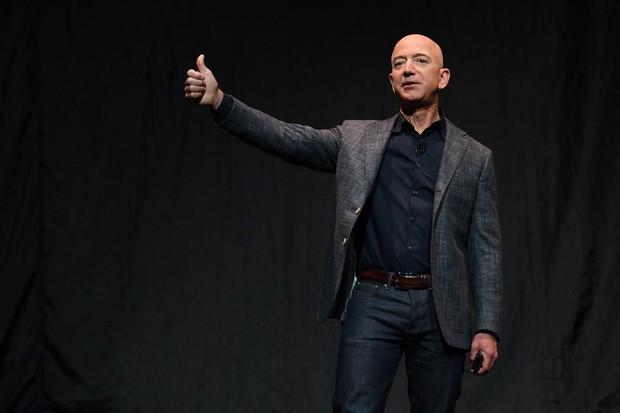 Tỷ phú Jeff Bezos chính thức thông báo từ chức CEO Amazon - Ảnh 1.