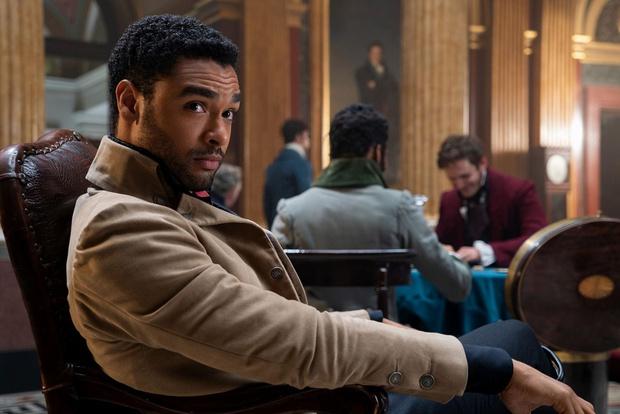 Ông hoàng cảnh nóng Bridgerton tiết lộ lý do rời bỏ bộ phim 18+, đáp lại tin đồn thay thế James Bond - Ảnh 2.