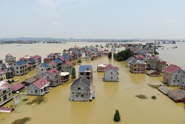 71 con sông vượt mức báo động, Trung Quốc chuẩn bị ứng phó với lũ lớn - Ảnh 2.