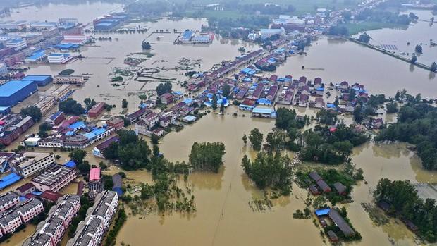 71 con sông vượt mức báo động, Trung Quốc chuẩn bị ứng phó với lũ lớn - Ảnh 1.
