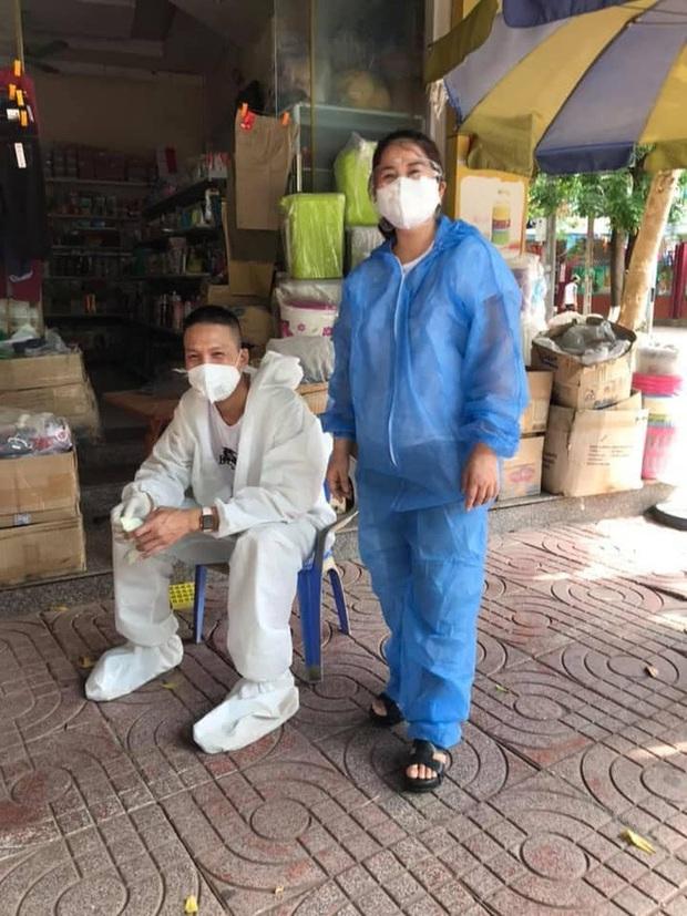 Cụ chỉ có quả đu đủ, các con đi tình nguyện thì mang cho công nhân đang cách ly giùm cụ - Ảnh 7.