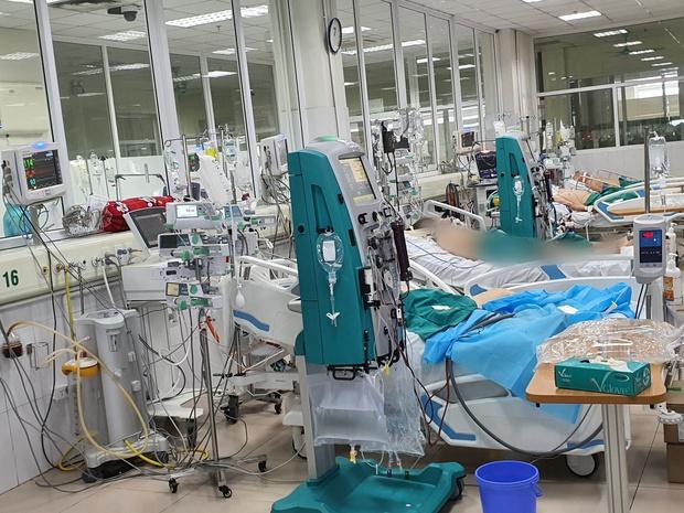 5 bệnh nhân Covid-19 thở máy đầu tiên thoát khỏi tử thần - Ảnh 1.