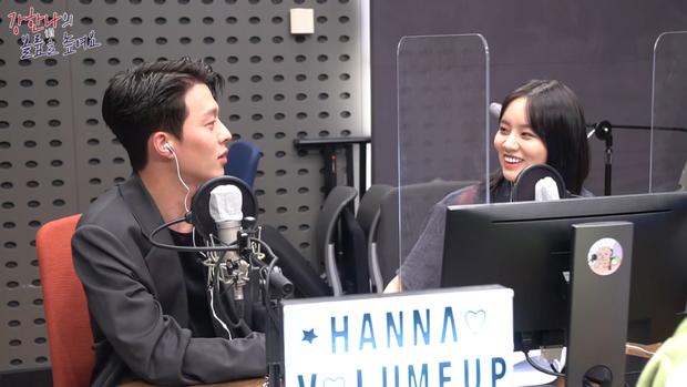 """Cặp Reply 1988 Hyeri và Ryu Jun Yeol bị nghi đã chia tay, tất cả vì hành động tình quá đà của nữ diễn viên với """"tình màn ảnh"""" Jang Ki Yong - Ảnh 2."""