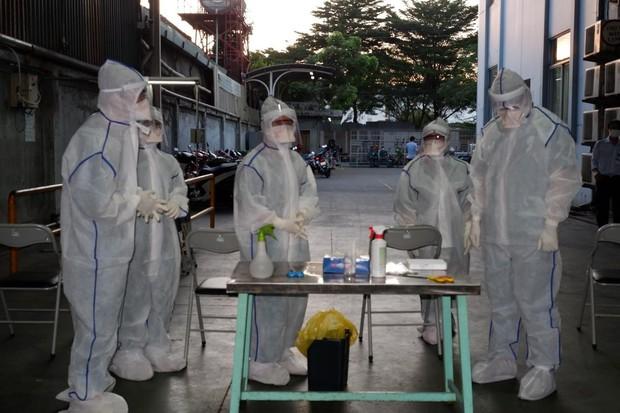 ẢNH: Thần tốc lấy 700 mẫu xét nghiệm tại công ty bếp gas do liên quan đến ca nhiễm tại Hội thánh truyền giáo Phục Hưng - Ảnh 1.