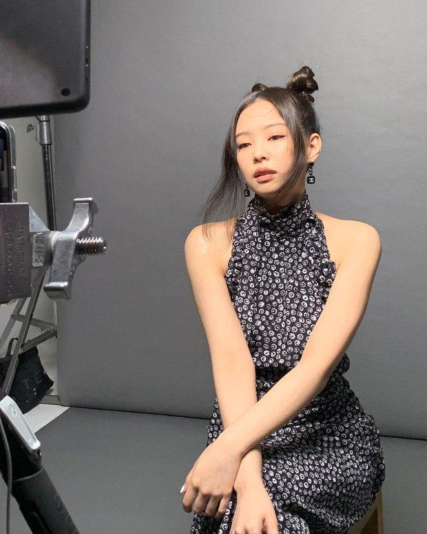 Nổi da gà vì visual và thần thái của Jennie (BLACKPINK) trong ảnh hậu trường chụp bừa, nhưng vòng 1 sao mất hút thế này? - Ảnh 3.