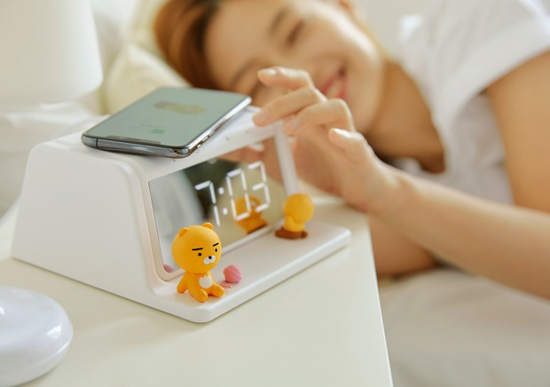 Xỉu ngang với món mới hot hit nhà Kakao Friends: Đồng hồ kiêm sạc không dây xịn xò, đã thế còn là máy khử trùng - Ảnh 9.