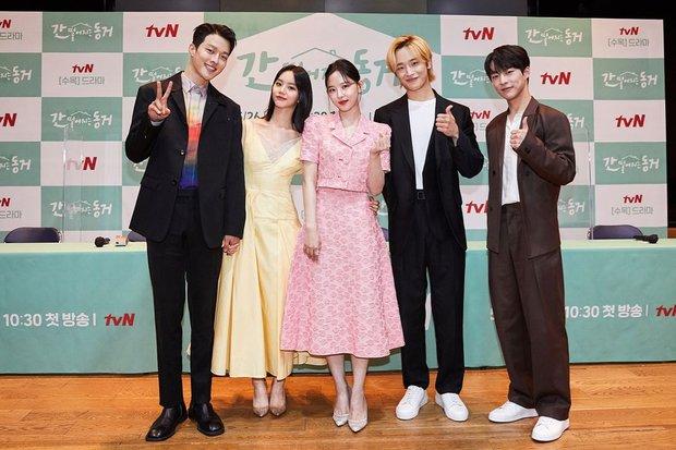 """Cặp Reply 1988 Hyeri và Ryu Jun Yeol bị nghi đã chia tay, tất cả vì hành động tình quá đà của nữ diễn viên với """"tình màn ảnh"""" Jang Ki Yong - Ảnh 6."""
