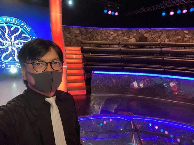 Ai Là Triệu Phú trong thời dịch: Sân khấu chỉ còn MC, người chơi, khán đài có đúng 1 khán giả - Ảnh 1.