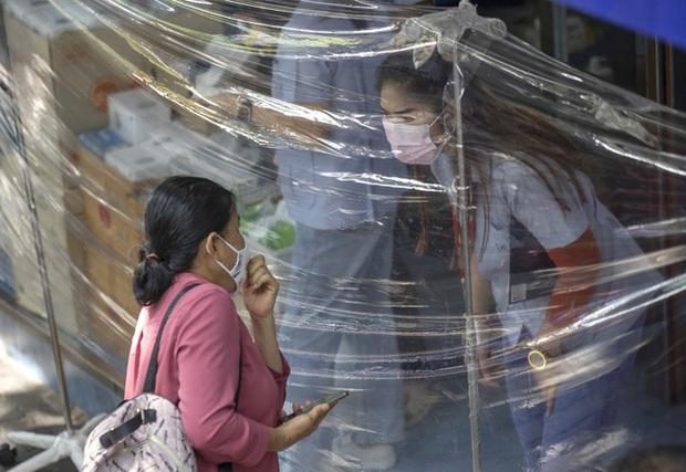 Malaysia đối mặt với làn sóng dịch COVID-19 mới, nhiều thành phố ở Trung Quốc đạt miễn dịch cộng đồng - Ảnh 2.