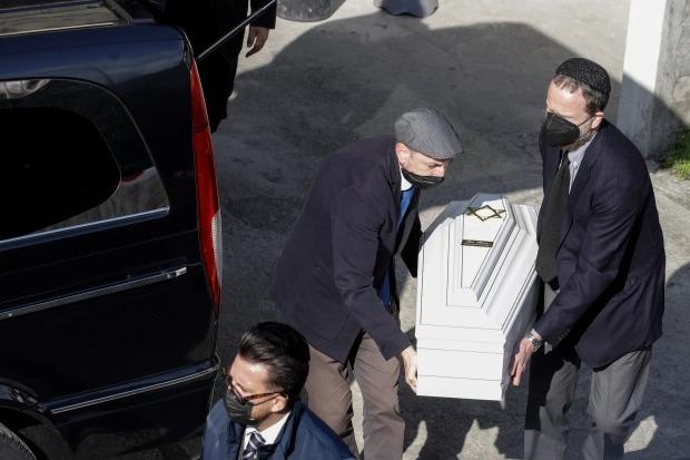 Tiết lộ nguyên nhân dẫn đến tai nạn cáp treo khiến 14 người chết ở Italy: 3 nghi phạm bị bắt giữ, hình ảnh cuối cùng chụp trong cabin gây nhói lòng  - Ảnh 3.