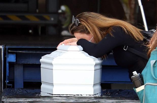 Tiết lộ nguyên nhân dẫn đến tai nạn cáp treo khiến 14 người chết ở Italy: 3 nghi phạm bị bắt giữ, hình ảnh cuối cùng chụp trong cabin gây nhói lòng  - Ảnh 4.