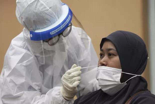 Nhiều nước Đông Nam Á đứng trước nguy cơ khủng hoảng COVID-19 - Ảnh 2.
