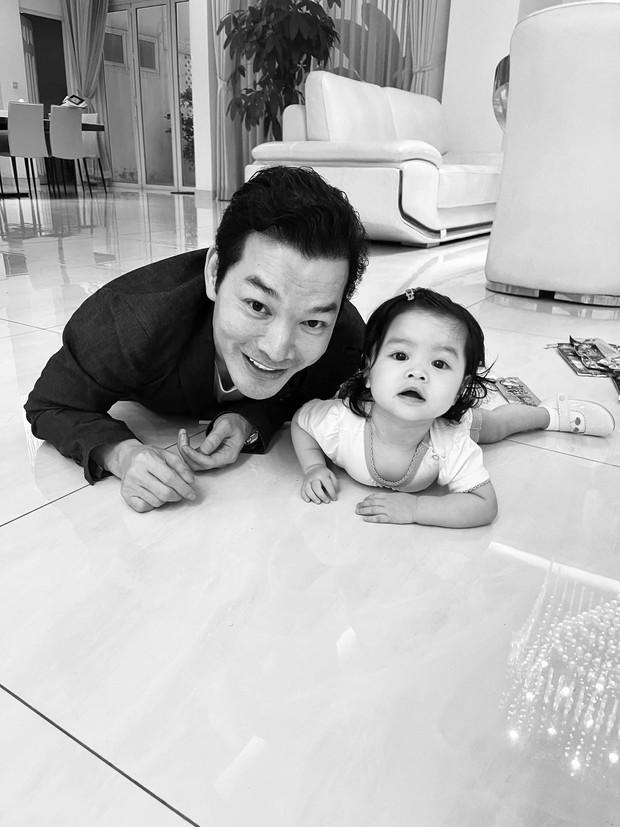Trần Bảo Sơn công khai có con gái thứ 2 hậu ly hôn Trương Ngọc Ánh, mẹ đứa bé vẫn là một ẩn số - Ảnh 3.