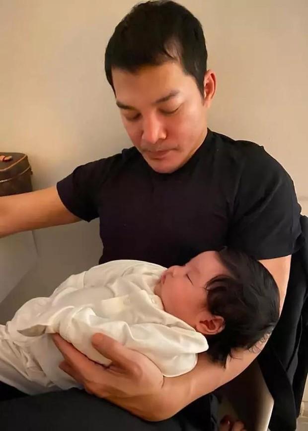 Trần Bảo Sơn công khai có con gái thứ 2 hậu ly hôn Trương Ngọc Ánh, mẹ đứa bé vẫn là một ẩn số - Ảnh 4.
