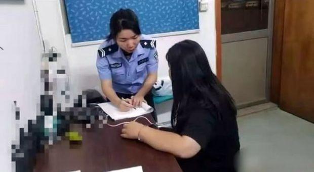 Vượt 300 cây số gặp bạn trai quen qua mạng, thiếu nữ 15 tuổi bị cho leo cây vì lộ mặt thật, phải đến đồn cảnh sát nhờ giúp đỡ - Ảnh 1.