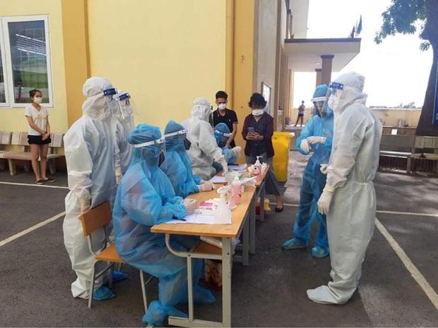 Biến chủng virus SARS-CoV-2 mới phát hiện ở Việt Nam có đặc điểm gì khiến số ca mắc tăng nhanh, dịch khó kiểm soát? - Ảnh 1.