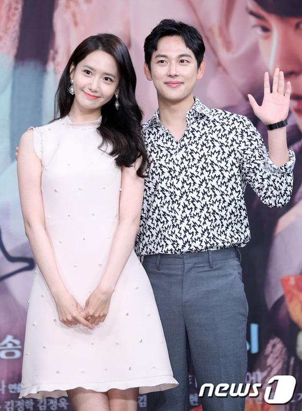 Bạn trai cũ Lee Seung Gi vừa công khai tình mới, Yoona (SNSD) cũng lộ luôn mối quan hệ bất ngờ với 1 nam thần màn ảnh - Ảnh 10.