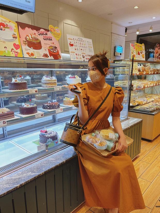 Ngắm bộ sưu tập váy đồ sộ của Thanh Hằng, đảm bảo các nàng 30+ mang về thêm nhiều kiểu trẻ trung và ghi trọn điểm sang chảnh - Ảnh 6.