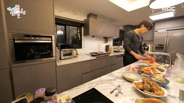 Hé lộ bữa ăn nhà vợ chồng quyền lực, giàu nhất Kbiz: Bi Rain tự tay nấu cho Kim Tae Hee và các con, lên luôn top 1 Naver - Ảnh 8.