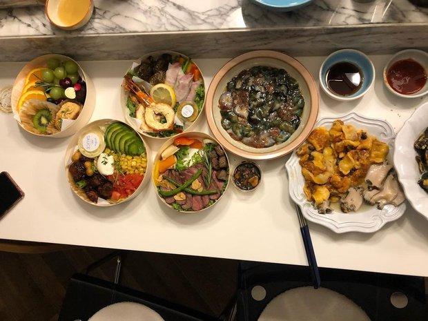 Hé lộ bữa ăn nhà vợ chồng quyền lực, giàu nhất Kbiz: Bi Rain tự tay nấu cho Kim Tae Hee và các con, lên luôn top 1 Naver - Ảnh 3.