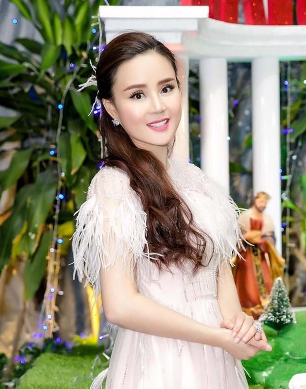 Bộ TT&TT vừa thông báo xử lý nghiêm việc livestream xúc phạm, Vy Oanh đăng status gây chú ý giữa drama với bà Phương Hằng - Ảnh 3.