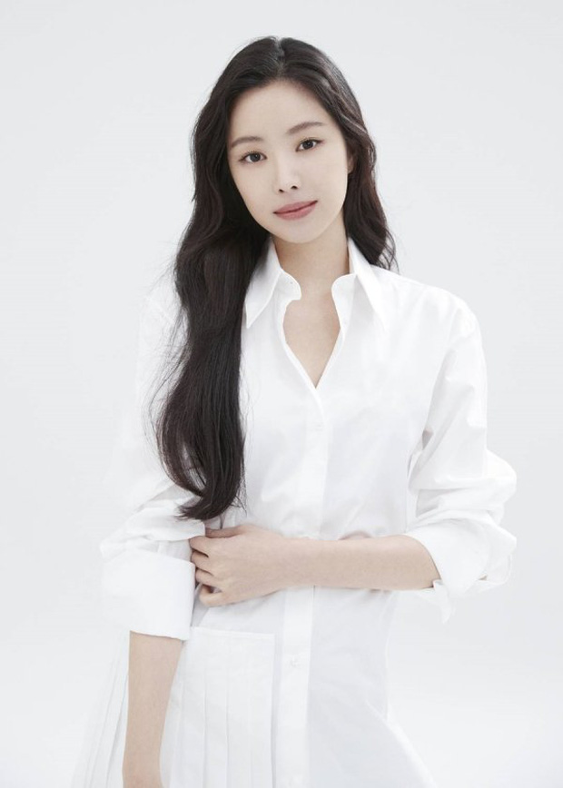 Naeun (Apink) thông báo chính thức gia nhập YG, nhưng netizen chỉ mải tranh cãi ảnh profile mặt đơ như tượng sáp của cô - Ảnh 2.