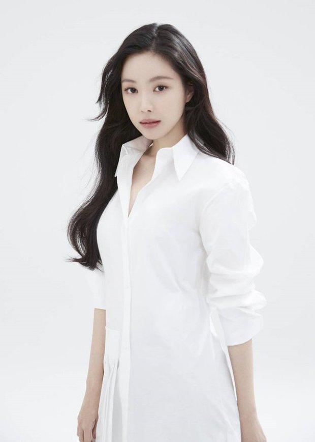 Naeun (Apink) thông báo chính thức gia nhập YG, nhưng netizen chỉ mải tranh cãi ảnh profile mặt đơ như tượng sáp của cô - Ảnh 4.