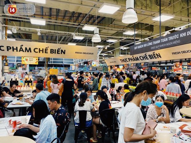 Ảnh: Cả E-mart Sài Gòn tối 2/5 chấn động vì 1 bé Khoai Tây đi lạc, người đông nườm nợp thấy mà choáng! - Ảnh 6.