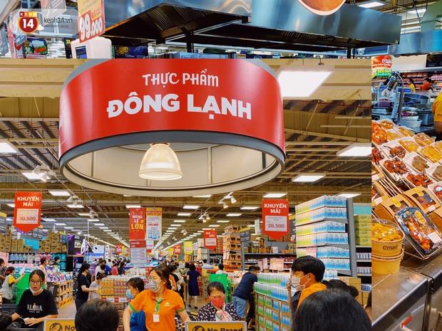 Ảnh: Cả E-mart Sài Gòn tối 2/5 chấn động vì 1 bé Khoai Tây đi lạc, người đông nườm nợp thấy mà choáng! - Ảnh 14.