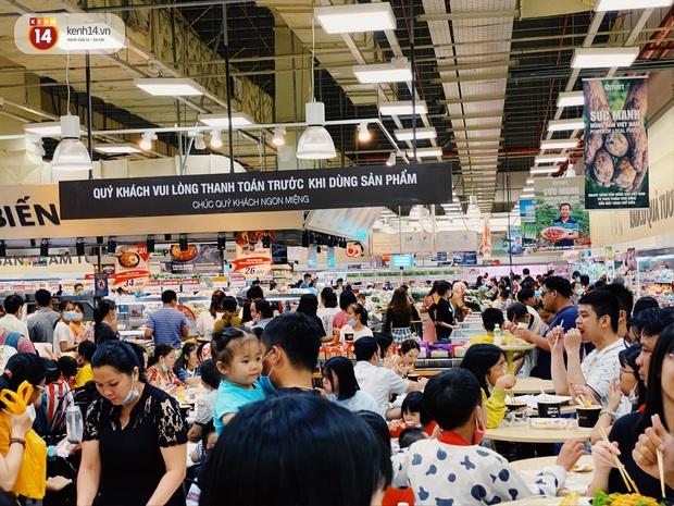 Ảnh: Cả E-mart Sài Gòn tối 2/5 chấn động vì 1 bé Khoai Tây đi lạc, người đông nườm nợp thấy mà choáng! - Ảnh 17.