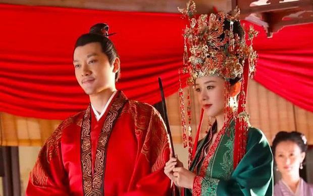 Triệu Lệ Dĩnh ly hôn, tượng sáp ngoài đời của cặp Minh Lan Truyện cũng tự biết né nhau? - Ảnh 2.