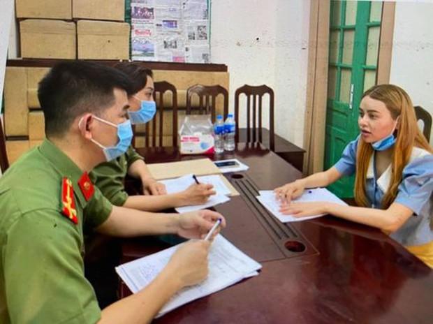 Khởi tố nữ sinh tiếp tay cho hàng chục người Trung Quốc nhập cảnh trái phép - Ảnh 1.