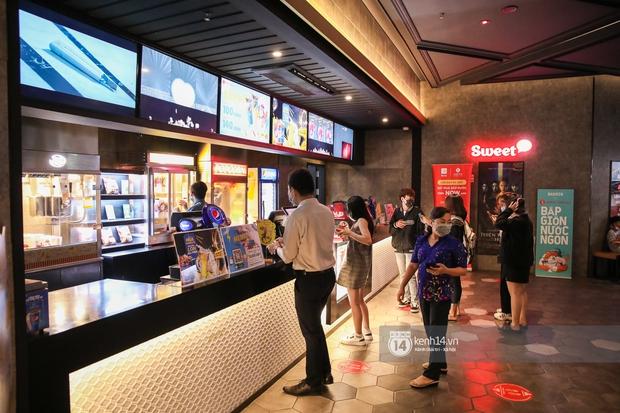 Khán giả Sài Gòn tiếc hùi hụi khi rạp phim đóng cửa vì Covid-19: Tính coi Thiên Thần Hộ Mệnh thứ 5 tới mà đành chịu... - Ảnh 6.