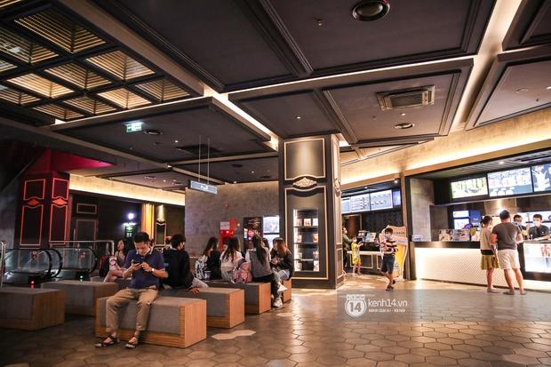 Khán giả Sài Gòn tiếc hùi hụi khi rạp phim đóng cửa vì Covid-19: Tính coi Thiên Thần Hộ Mệnh thứ 5 tới mà đành chịu... - Ảnh 8.