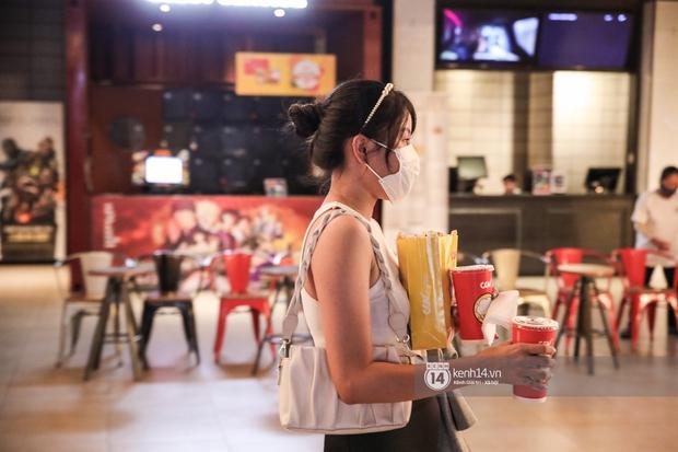 Khán giả Sài Gòn tiếc hùi hụi khi rạp phim đóng cửa vì Covid-19: Tính coi Thiên Thần Hộ Mệnh thứ 5 tới mà đành chịu... - Ảnh 4.